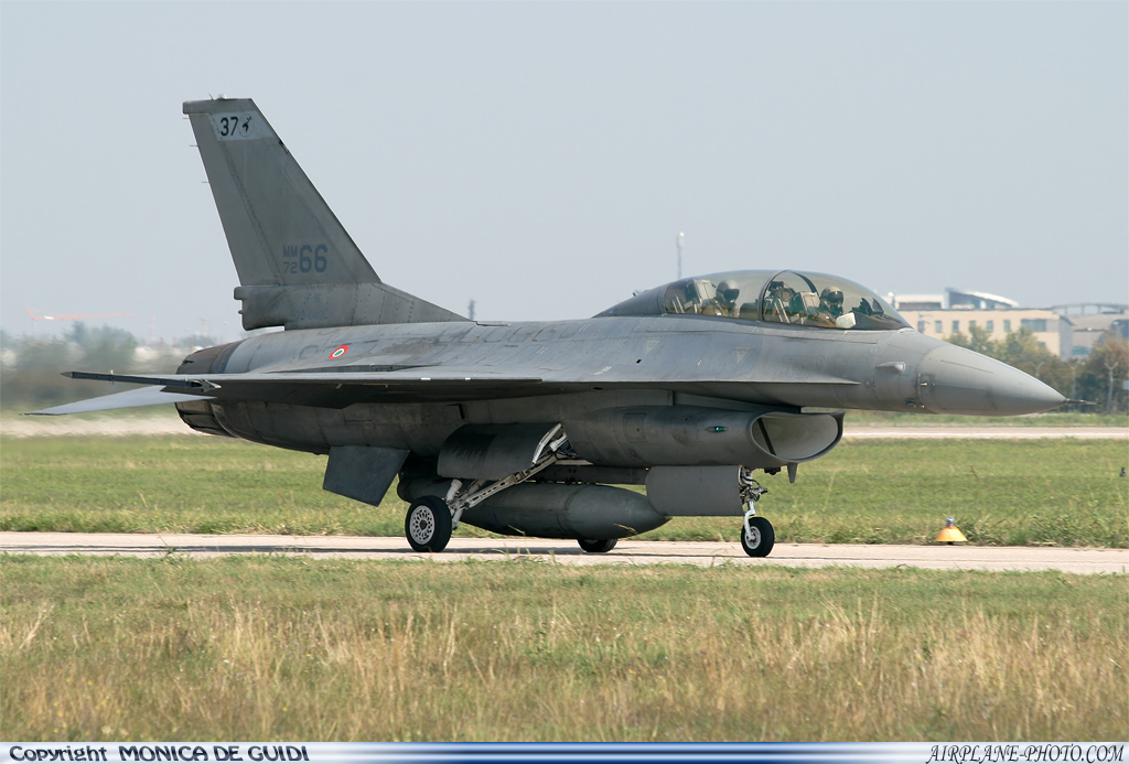 Photo Italy - Air Force General Dynamics F-16B Fighting Falcon