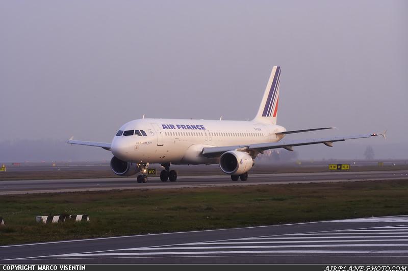 Photo air france airbus a320 214 for Airbus a320 air france interieur