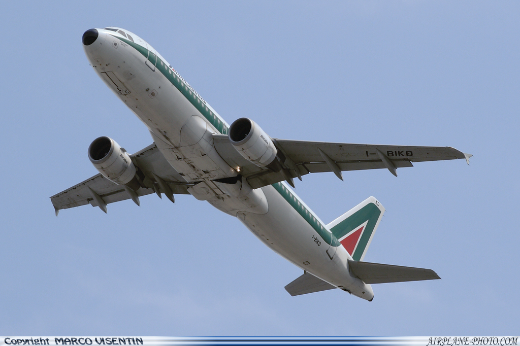 Photo Alitalia Airbus A320-214