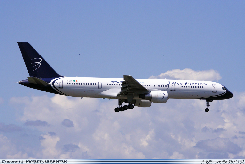 Photo Blue Panorama Airlines Boeing 757-231