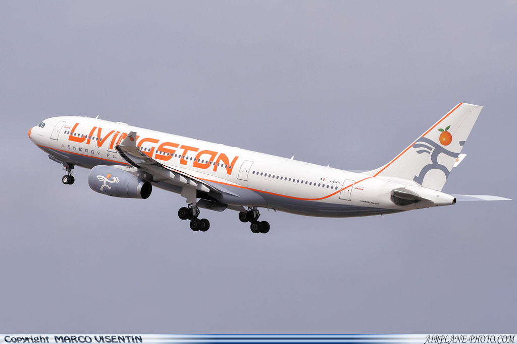 Photo Livingston Airbus A330-243
