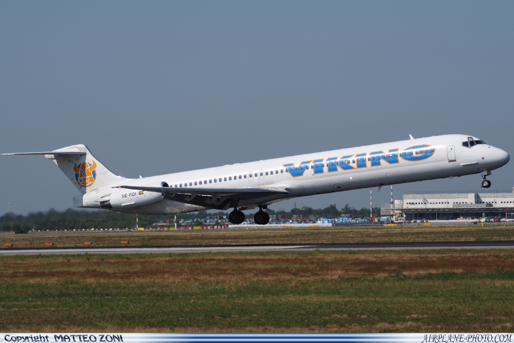 Photo Viking Airlines McDonnell Douglas MD-83 (DC-9-83)