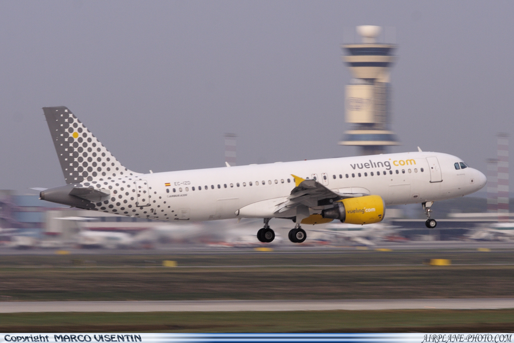 Photo Vueling Airlines Airbus A320-214